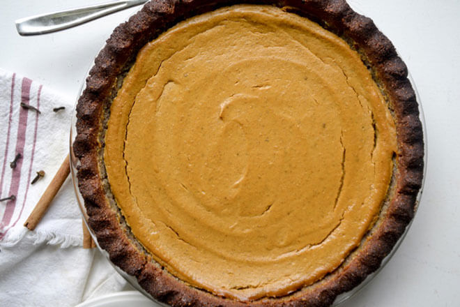 Perfectly spiced and easy to make, this homemade grain-free pumpkin pie is a wonderfully delicious way to celebrate fall flavors! http://www.intoxicatedonlife.com/2017/09/15/easy-grain-free-pumpkin-pie/
