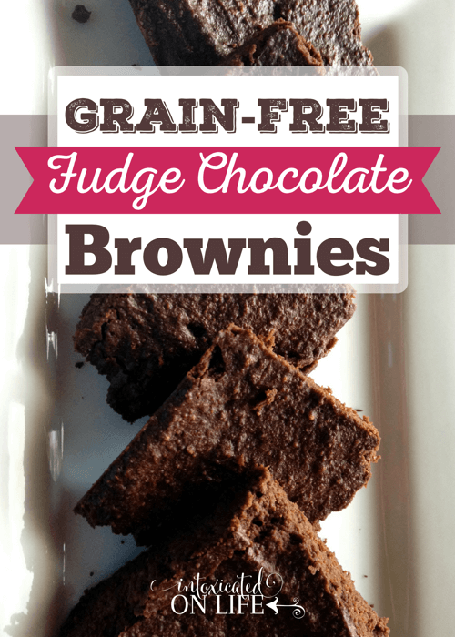 These Grain-Free Fudge Chocolate Brownies (sugar-free & diary-free too!) are to die for!