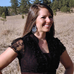 This smoothie is chocked full of healthy ingredients to start your day off right: spinach, ground flaxseed, hemp (or chia) seeds, and raw honey! https://www.intoxicatedonlife.com/2015/09/19/nutritious-mint-chip-breakfast-smoothie/