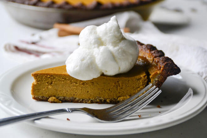 Perfectly spiced and easy to make, this homemade grain-free pumpkin pie is a wonderfully delicious way to celebrate fall flavors! https://www.intoxicatedonlife.com/2017/09/15/easy-grain-free-pumpkin-pie/