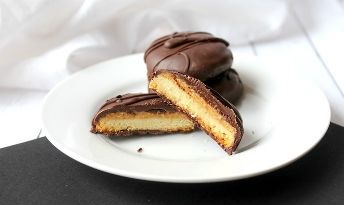 If you or someone you know are a fan of peanut butter thesecopycat keto, gluten-free tagalong cookies are sure to be a hit! Yummy. https://www.intoxicatedonlife.com/copycat-keto-gluten-free-tagalong-cookies/